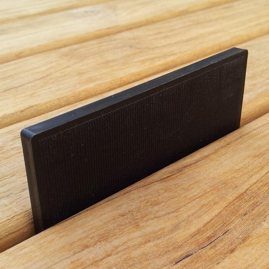 abstandhalter terrassendielen kaufen einheitliche fugen. Black Bedroom Furniture Sets. Home Design Ideas