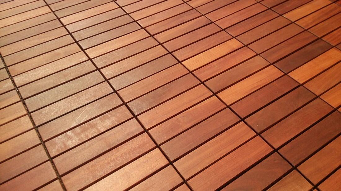holzfliesen aus tropenholz f r garten balkon und terrasse. Black Bedroom Furniture Sets. Home Design Ideas
