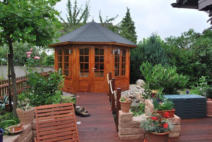 Gartenhaus mit Terrassendielen