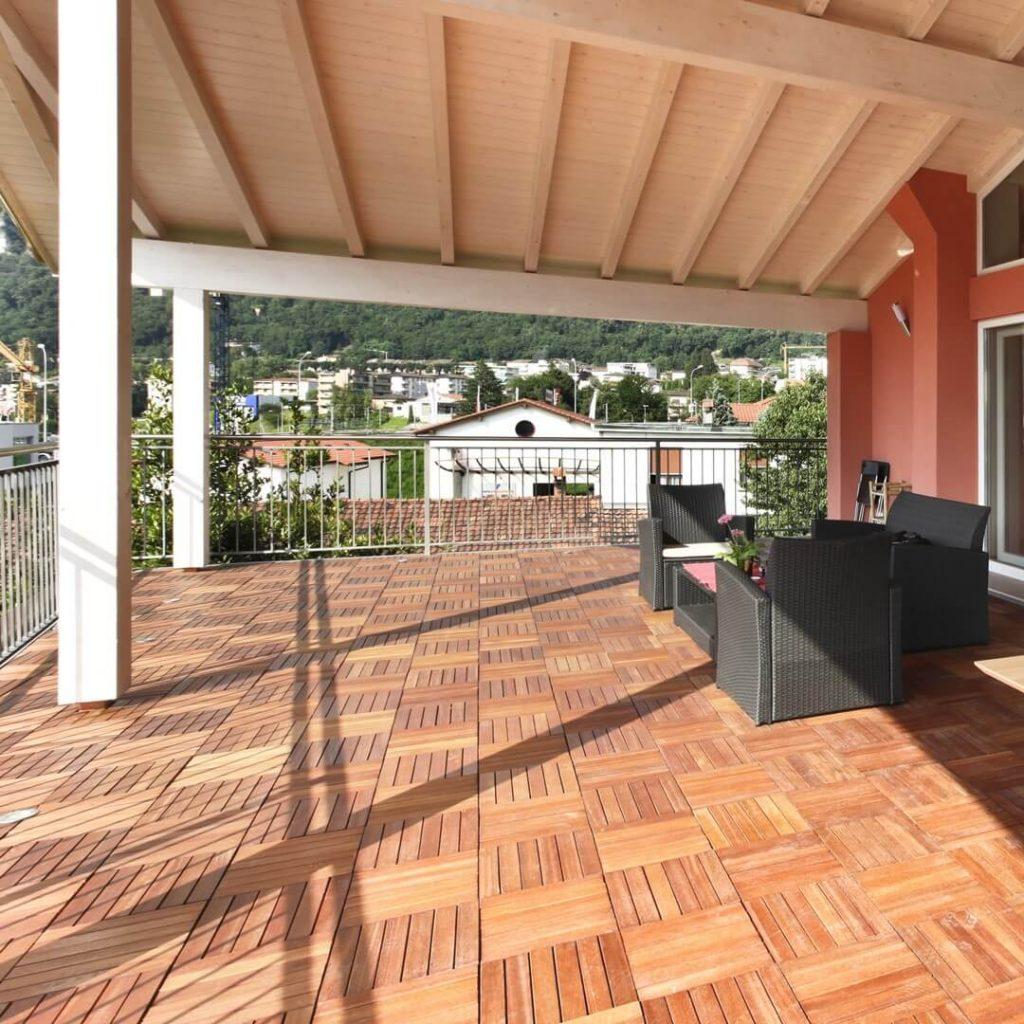 Holzfliesen Balkon holzfliesen und terrassen elemente erfahrungen betterwood