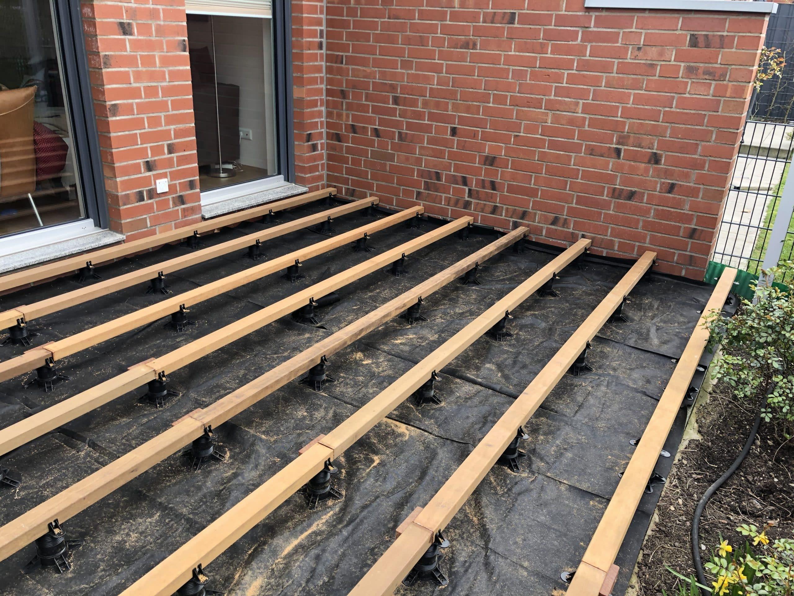 Wie wird eine Holzterrasse auf Stein oder Beton verlegt   Betterwood